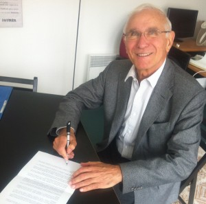 Paul Quiles, Mayor of Cords-sur-Ciel and former French Minister for Defence, signs the statement